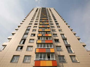 Цветные вставки на балконах